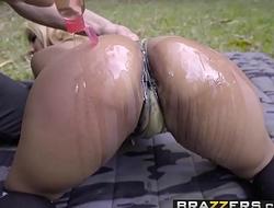 Brazzers - Sex pro adventures - (Desiree Lopez, Derrick Ferrari) - Big Booty Recruit - Trailer preview