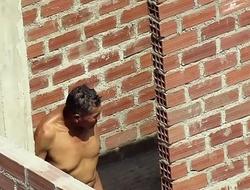 Espiando a mi vecino desnudo