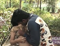 Hot bhabi ko jungle main sex