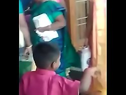 Tamil Aunty saree neval