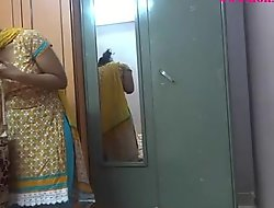 Indian unskilful women lily making love - xvideosxxx