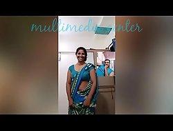 Hawt Desi aunty saree navel show
