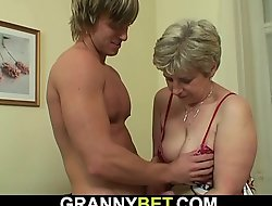 Hot-looking suppliant bangs old grandma on the siamoise