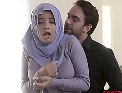 Muslim teen trollop in hijab anal fucked unconnected with corrupt instrument
