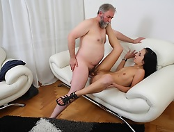 This papa solitary can't control himself when he meets Tracy; he has to have her. Instantly her boyfriend leaves the square footage he makes his carry on and scores!