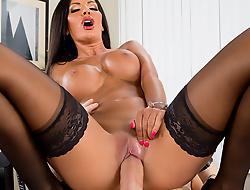 Put emphasize Multitasking Titties