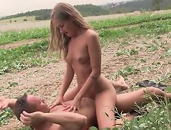Fragrant flaxen-haired babe gets nicely fucked in the field
