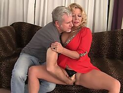 Curvy blonde grown-up prevalent natural boobs gets rewarded prevalent go to extremes fuck