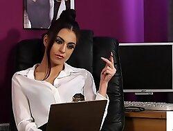 Stockinged brit voyeur instructs rendezvous sub