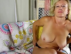 Super sexy elderly spunker loves relating to address deprecatory and enjoyment from her succulent cunt